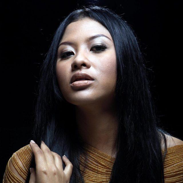 Dira Sugandi ( Vocalist / Solo SInger )