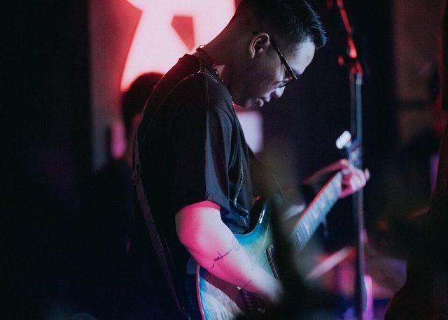Bram Ragil – Guitarist